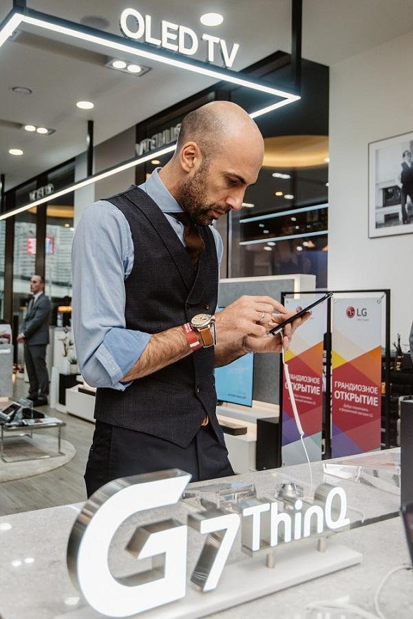 смартфон LG G7 ThinkQ